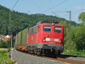Güterzuglok mit Containerzug